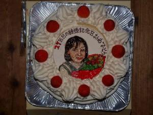 27回目の結婚記念日をお祝いしていただきました。こんな素敵なケーキをいただいたのは初めてです!