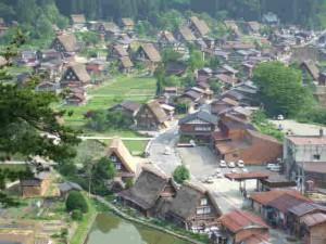 白川郷の合掌造りの集落(世界遺産)