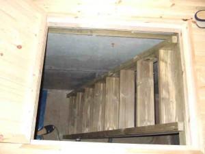 基礎内部」に入る為の階段(注入材)