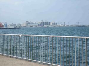 米海軍横須賀基地遠望