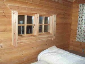 この窓を開けると薪ストーブエリア