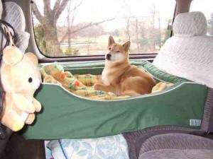 長距離のドライブはしっかりベッドをセットします。