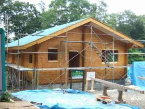 北側・西側の塗装とルーフィングを完了したKA邸。荷下ろし後1週間です。