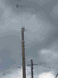 電柱にアンテナ設置