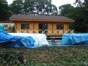 南側からデッキの柵(未塗装)
