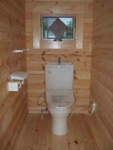 内幅1mを超える広いトイレ