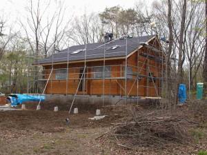 東南側。屋根は5月3日に完了