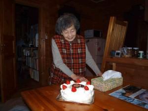 ケーキを見た母の驚きと喜びの一枚