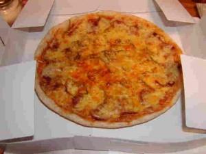 石窯で焼く自家製ピザ