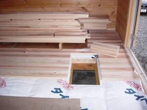 長野県産「落葉松」(カラマツでしょうか?)の床材張り